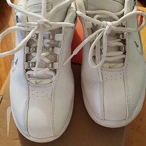Like New Women's Nike Air CR 1 shoes